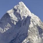 凍傷など命の危険!初心者のエレベスト登山を禁止する。